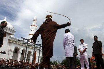 Aceh Hukum Cambuk 11 Orang yang Terbukti Pacaran